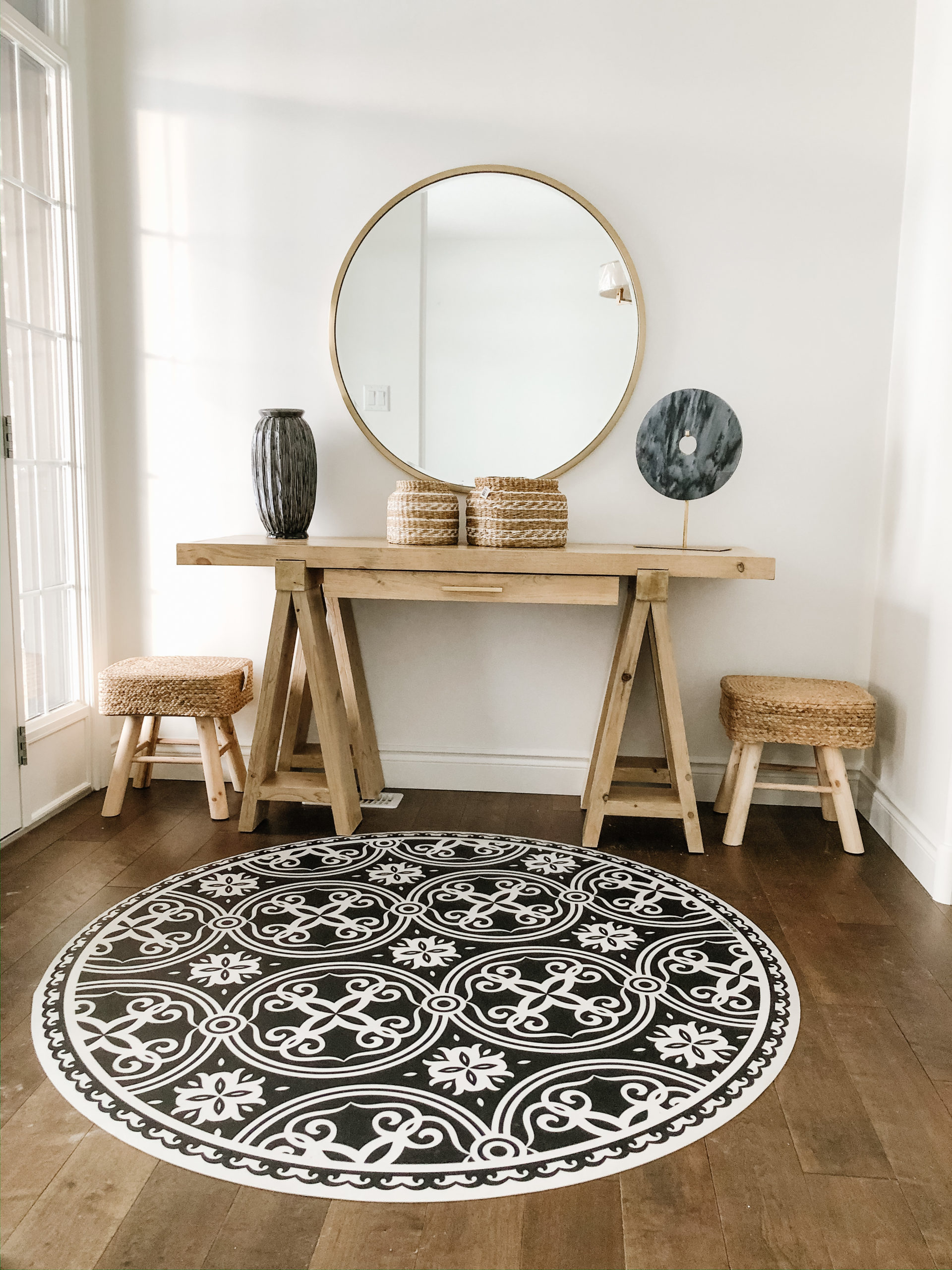 entrance way featuring hallway table and vinyl mat